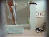 Freundin heimlich beim Duschen gefilmt